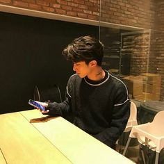 Find images and videos about boy, ulzzang and asia on We Heart It - the app to get lost in what you love. Hot Asian Men, Cute Asian Guys, Cute Korean Boys, Asian Boys, Cute Guys, Korean Boys Ulzzang, Ulzzang Boy, Beautiful Boys, Pretty Boys