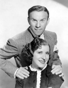 George Burns with his wife, Gracie Allen - stars of The George Burns & Gracie Allen Show Hooray For Hollywood, Golden Age Of Hollywood, Hollywood Stars, Classic Hollywood, Old Hollywood, Hollywood Glamour, Hollywood Couples, Celebrity Couples, Celebrity Photos