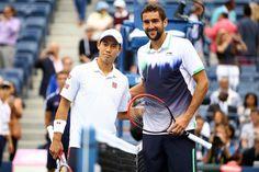 テニス、全米オープン(The US Open Tennis Championships 2014)男子シングルス決勝。試合前の写真撮影に臨むマリン・チリッチ(Marin Cilic)と錦織圭(Kei Nishikori、2014年9月8日撮影)。(c)AFP=時事/AFPBB News