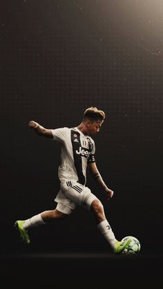 Juventus Players, Juventus Stadium, Juventus Fc, Soccer Guys, Football Boys, Juventus Wallpapers, Ronaldo Football, Best Football Players, Professional Football