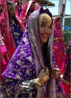 A bride poses before a mass wedding in Harar, Ethiopia. Forty couples wedded as part of the city's birthday celebrations. Ethiopian Traditional Dress, African Traditional Wedding, Traditional Dresses, Ethiopian Beauty, Ethiopian Dress, African Beauty, African Women, African Fashion, Somali Wedding