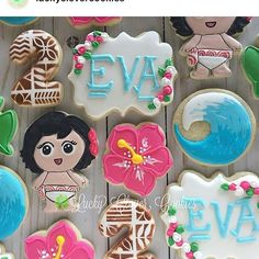 When I think of something pretty, this baby Moana absolutely fits the bill! Cute right? Thank you to my cookie friend for rocking our Moana and Hibiscus cutters 😘 Moana Birthday Party, Moana Party, 2nd Birthday, Moana Cookies, Cookie Pops, Kid Character, Hibiscus, Cookie Cutters, Icing