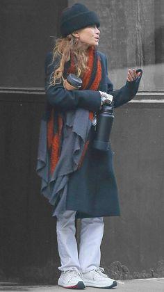 Mary-Kate Olsen in New York City, New York on Tuesday Ashley Mary Kate Olsen, Ashley Olsen Style, Olsen Twins Style, Olsen Fashion, Celebrity Fashion Outfits, Celebrities Fashion, Celebrity Style, Celebs, Gilmore Girls