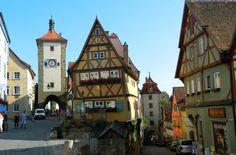 Veja 10 cidades medievais que você não pode perder ROTHENBURG (ALEMANHA) Bruges, Dubrovnik, Notre Dame, Big Ben, Cabin, House Styles, Building, Travel, Old Churches