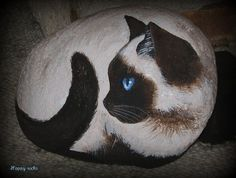 www.galets-peints.fr by rockpainting , yvette, via Flickr <3