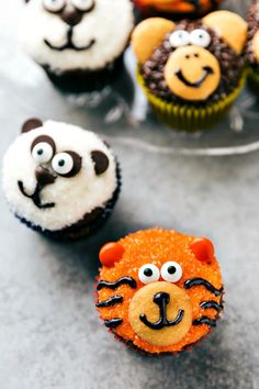 Four simple and easy to make Jungle cupcakes -- a monkey, tiger, panda, and zebra. So fun to make for a kid's birthday party! Jungle Theme Cupcakes, Zoo Animal Cupcakes, Tiger Cupcakes, Tiger Cake, Jungle Theme Birthday, Jungle Cake, Zoo Birthday, Themed Cupcakes, Birthday Cupcakes