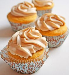 Maple Cupcakes with Cinnamon Cream Cheese Frosting