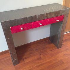 Voici une console ;entrée avec tiroirs toute en métal - Fabrication Française, un meuble console unique pour votre salon !