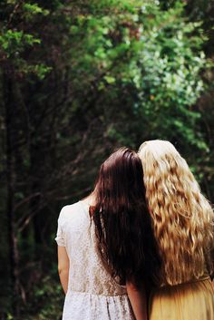 cute. love the contrast of the blond hair and the brown hair. Even the same as my best friend's and mine!
