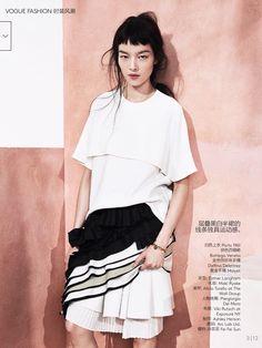 Vogue China Maio 2014 | Fei Fei Sun by Sharif Hamza - skirt by Bottega Veneta