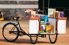 Sur une plage d'Australie, dans une cabine téléphonique londonienne ou à dos de chameau en Mongolie… Les bibliothèques du futur pullulent hors les murs et investissent l'espace public. Dans un bel ouvrage illustré, le journaliste britannique Alex Johnson s'offre un tour du globe des librairies les plus improbables. Ou l'art de démocratiser le goût de la lecture.