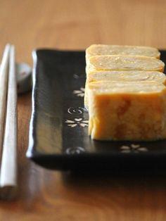 甘い卵焼き。 by 栁川かおり / 我が家の卵焼きは「だし巻き」ではなく、お砂糖をしっかり入れたふんわり甘い卵焼き。子供たちが大好き! / Nadia
