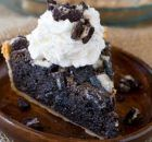 Oreo Chunk Cookie Pie tastes like a delicious, warm, Oreo chunk cookie baked int… Oreo Chunk Cookie Pie tastes like a delicious, warm, Oreo chunk cookie baked into a buttery crisp pie crust that's half pie and half fresh baked cookie! Oreo Cookie Butter, Cookie Pie, Oreo Cookies, Chocolate Cookies, Mini Desserts, Just Desserts, Delicious Desserts, Oreo Desserts, Chocolate Desserts