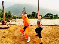 Testing my strength at an orphanage in Shaolin, China. Training with a Master in the birthplace of Kung Fu, whilst meeting such inspiring and talented kids. Does it get any better?! #Kungfu #Laptoplifestyle #China