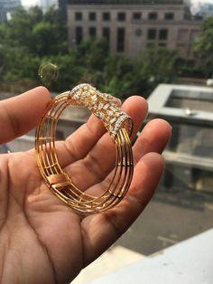Love these diamond bangle bracelet 6463 Gold Bangles Design, Gold Jewellery Design, Gold Jewelry, Diamond Bracelets, Sterling Silver Bracelets, Bangle Bracelets, Argent Sterling, Schmuck Design, Bracelet Designs