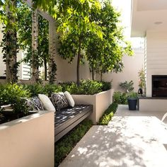 Best Totally Free small Garden Seating Concepts Outdoor spaces and patios beckon, particularly when weather gets warmer. Small Courtyard Gardens, Small Courtyards, Terrace Garden, Garden Beds, Outdoor Gardens, Courtyard Design, Garden Benches, Modern Courtyard, Courtyard Ideas
