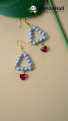 Best Picture For beaded earrings tutorials For Your TasteYou are looking for something, and it is going to Wire Jewelry Making, Jewelry Making Tutorials, Beaded Jewelry Patterns, Earring Tutorial, Bead Jewellery, Diamond Jewelry, Christmas Jewelry, Christmas Earrings, Homemade Jewelry