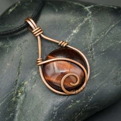 Copper Wire Wrapped Pendant with Circular Brown Tiger's Eye Coloured Stone - Copper Wire Wrapped Pendant with Circular Brown Tiger's Eye Coloured Stone - Handmade Wire Jewelry, Wire Jewelry Designs, Wire Wrapped Jewelry, Wire Wrapped Pendant, Wire Wrapped Stones, Copper Necklace, Copper Jewelry, Copper Wire Crafts, Wire Wrapping Crystals