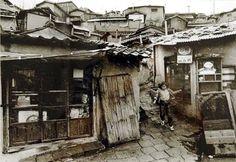 김기찬 (金基贊, 1938-2005)의 사진 골목안 풍경 김기찬  1938년 서울 출생으로, 동양방송... Old Pictures, Old Photos, Vintage Photos, Time In Korea, Korean Photo, Korean People, Old Street, The Old Days, History Photos