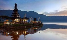 Ulun Danu Temple (pura Ulun Danu) is one of Balinese Hindu temple located at the edge of Beratan lake (Bratan) Bedugul, Tabanan Bali. www.baliglory.com/2014/04/ulun-danu-temple-beratan-lake-bratan-bedugul-tabanan-bali.html #UlunDanu #Temple #Bali #Beratan #Bedugul #Lake
