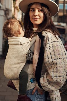 bcba331c2c7 How to wear your baby in summer  Select the best Artipoppe baby carrier for  hot