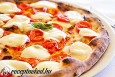 In America, we love our pizza. But to avoid heart disease, we need to choose the right options for our pizza crust, sauce and toppings. Here are tips for making your pizza heart-healthier. Neapolitanische Pizza, Thin Crust Pizza, Italian Dishes, Italian Recipes, Pizza Foto, Artisan Pizza, Healthy Pizza, Mozzarella, Tofu