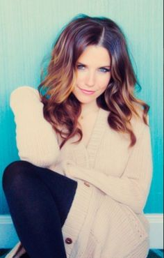 Sophia Bush looks fab in an easy Fall look. Waves and smokey eyes.