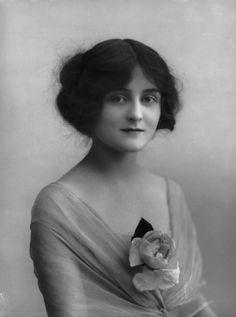 Sheila Hayes - English Actress. Circa 1912. Photo by Bassano.