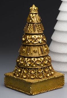 A Tasty Tutorial: Make a Golden Noodle Christmas Topiary Tree