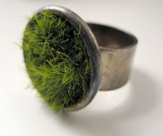 ok, so i don't actually think you should have a moss ring in your wedding....but, you totally could!!!