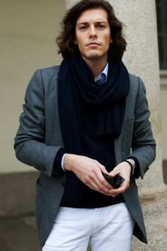 perfect example of why i want to live in a place where men wear scarves.