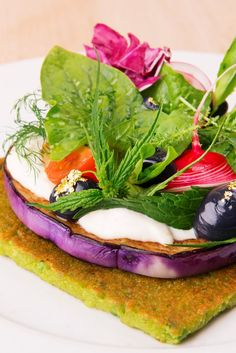 This playful vegetarian take on a 'gourmet pizza' rests on a slice of aubergine and is topped with ricotta mousse and charcoal mayonnaise Gourmet Pizza Recipes, Vegan Entree Recipes, Vegetarian Italian Recipes, Vegetarian Entrees, Curry Recipes, Vegetarian Pizza, Veggie Pizza, Savoury Recipes, Sin Gluten