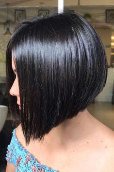 Black A line Bob ❤ It is not that easy to find complimenting short haircuts for round faces. To help you find the flattering haircut for your face shape, we have created a photo gallery. bob frisuren Flattering Short Haircuts For Round Faces Short Hair Cuts For Round Faces, Bobs For Thin Hair, Round Face Haircuts, Short Hair Styles Easy, Hairstyles For Round Faces, Medium Hair Styles, Bob Haircut For Round Face, Fine Hairstyles, Hair Bobs