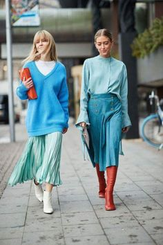 It's true: Scandinavian girls are impeccably stylish. See our street style photos from Stockholm Fashion Week. clothes hijab The Best Street Style Looks From Stockholm Fashion Week Street Style 2018, Looks Street Style, Autumn Street Style, High Street Fashion, Look Fashion, Fashion Photo, Autumn Fashion, Blue Fashion, Winter 2018 Fashion