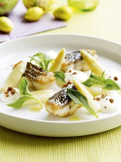 sea bass with asparagus Fish Recipes, Seafood Recipes, Gourmet Recipes, Gourmet Desserts, Plated Desserts, Fast Food, Tasty, Yummy Food, Yummy Lunch