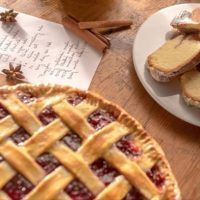 Recept : Čokoládové sušenky s lískovými ořechy | ReceptyOnLine.cz - kuchařka, recepty a inspirace The Great British Bake Off, Waffles, Pie, Breakfast, Cookies, Food, Torte, Morning Coffee, Crack Crackers