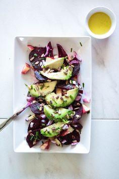 Rote Beete Apfel Salat mit vielen Vitaminen und Mineralstoffen. Sehr einfaches Salat Rezept, schnell, vegan und glutenfrei!