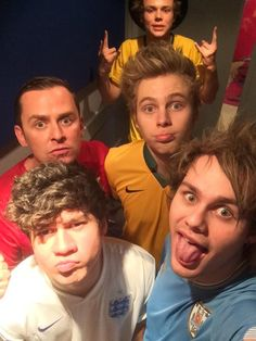 5 Seconds of Summer latest pictures and videos direct from official social media feeds. The easiest way to see everything 5 Seconds of Summer.