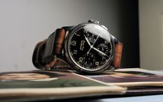 I like the black and brown coloring of this watch.