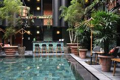 The most striking thing at the newly opened Manon les Suites in Copenhagen is definitely the huge patio and the swimming pool. Although you're in Copenhagen, where the temperature in May is still around 5 degrees, it feels like you've arrived in a tropical environment....