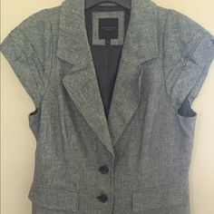 Grey cap sleeve linen jacket The Limited Grey cap sleeve suit jacket, li men fabric. Only worn a few times, excellent condition. Make me an offer! The Limited Jackets & Coats Blazers