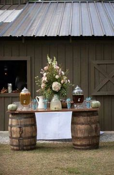 Fall Southern Country Wedding - Rustic Wedding Chic Southern Wedding Barn Reception Drinks Always aspired to learn to knit, yet unclear where to start? Deco Buffet, Drink Display, Deco Champetre, Barn Parties, Dream Wedding, Spring Wedding, Garden Wedding, Indoor Wedding, Perfect Wedding