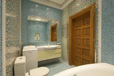 """Красивая ванная комната с голубой мозаикой на полу и стенах и плиткой Doremail. Коллекция """"Майолика Средиземноморья"""""""