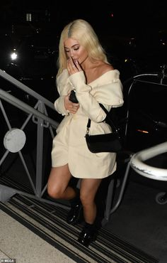 She's currently on tour with her rapper boyfriend Travis Scott. And on Saturday, Kylie Jenner continued to spark engagement rumors. Kendall Jenner Modeling, Kylie Jenner Makeup, Kendall Jenner Outfits, Kendall And Kylie Jenner, Jenner Hair, Kylie Jenner Beach, Kylie Jenner Rings, Jenner Sisters, Mode Outfits