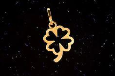 Zlatý přívěsek čtyřlístek P080,14kt, 0,40g Symbols, Letters, Christmas Ornaments, Holiday Decor, Art, Art Background, Christmas Jewelry, Kunst, Letter