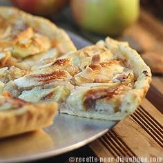 Difficile lorsqu'on a un diabète ou que l'on fait attention à sa ligne d'identifier les sucres dans les tartes aux pommes... Apple Pie, Healthy Snacks, Attention, Diet, Vegan, Recipes, Food, Tartelette, Small Spaces