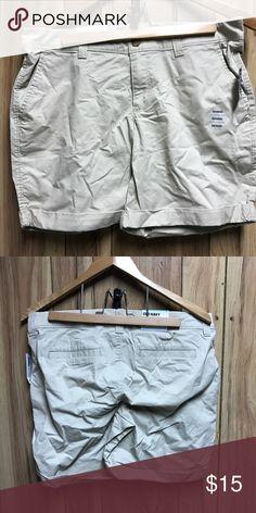 Old navy khaki Bermuda shorts. Size 10 Old navy khaki Bermuda shorts. Size 10 Old Navy Shorts Bermudas