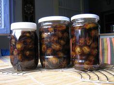 Dulceata de nuci verzi facuta in casa este nepretuita. Dulceata de nuci verzi este un Pickles, Cucumber, Sausage, Mason Jars, Deserts, Cooking Recipes, Meat, Syrup, Canning