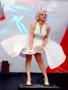 Hollywood's most famous film  of the most iconic star on earth Marilyn Monroe. The White dress, billowing up in the movie the Seven Year itch in 1955 . This moment filmed op 15 september 1954.
