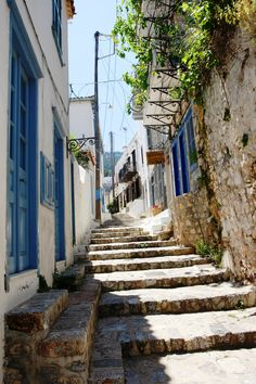 Narrow cobbled streets! #hydra